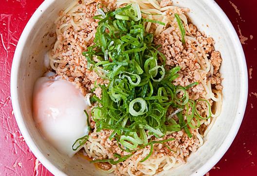 広島の月刊わしら:2020年07月の広島:よく混ぜて食べんさいよ~。広島の新定番グルメ、汁なし担担麺の話